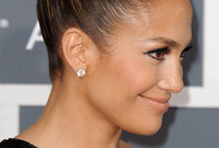 J lo goes cleopatra style side