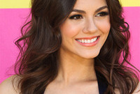Victoria justice hair and makeup for brunette hair and ivory skin side